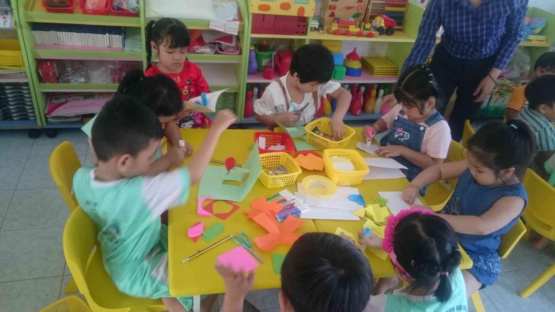 hoạt động phát triển thẩm mỹ theo nhóm của trẻ tự chọn